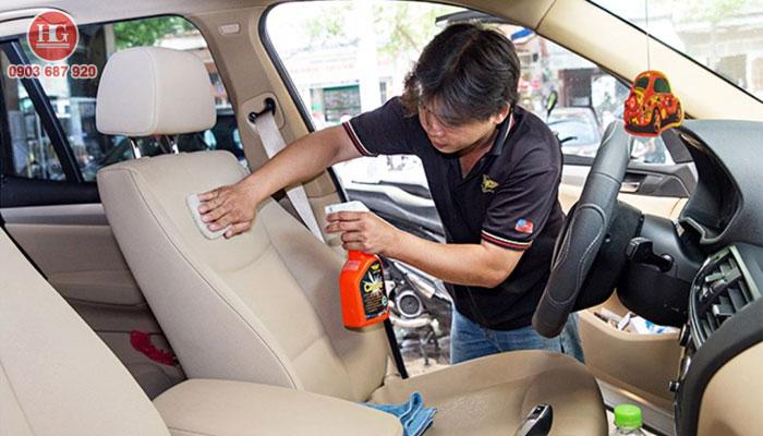 Dịch vụ vệ sinh nội thất xe ô tô